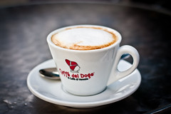 Caffè macchiato (Matgeekver) Tags: venice italy cup tasse coffee café canon italia venise venezia italie 450d vénitie