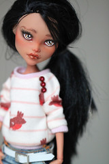 Cleo (Aya_27) Tags: de sweater pants tan nile jeans custom cleo repaint darkskin icantdance ttya monsterhigh cleodenile kamarza