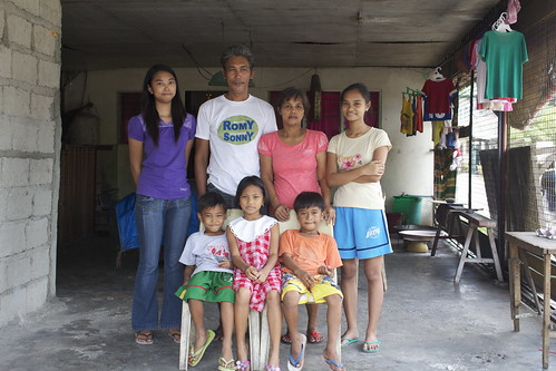 Filipino Family - Philippines by Thrivera, on Flickr