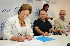 Governadora assina lei do Projeto Mão Amiga (Dep. Federal Rogério Marinho RN) Tags: do amiga lei projeto mão governadora assina