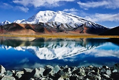 Muztagh Ata and Kare Kul Lake (Edward L. Zhao) Tags: china lake kul ngc kashgar kare xingjiang ata muztagh flickraward