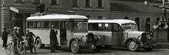 Mercedes Benz autobus (E-27957), Citroën autobus (L-14322), Station Zwolle 1934 (Tuuur) Tags: station mercedes benz citroën autobus 1934 zwolle tuuur e27957 l14322