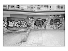 Ruina inmobiliaria 64 (Jose Luis Durante Molina) Tags: españa costa ladrillo coast spain mediterraneo ruina alicante construccion espagne comunidad valenciana spanien urbanismo banca robo estafa torrevieja ladrones levante desastre engaño inmobiliarias especulacion corrupcion corrupción constructores medioambiental banqueros especulaciónurbanística corrupciónurbanística corrupciónpolítica promotoresinmobiliarios joseluisdurante agenciasinmobiliarias estafainmobiliaria