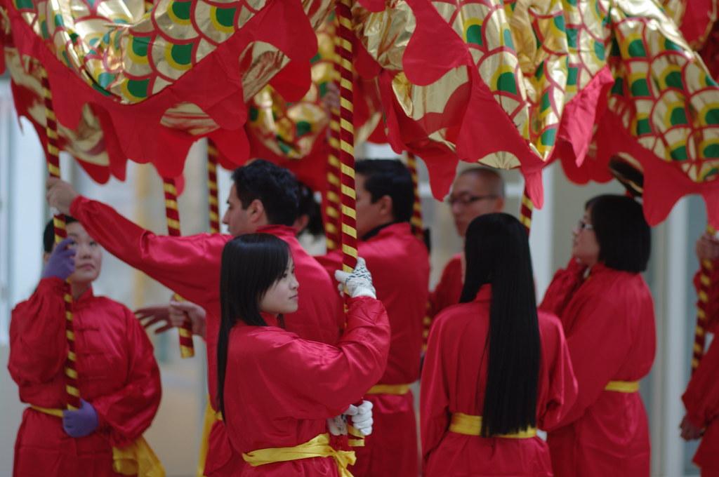 practicing dragon dancers, Chinees nieuwjaar in Den Haag