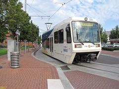 1996-1998 Siemens SD600 #210 & 2001 Siemens SD660 #323 (busdude) Tags: 2001 light max siemens rail area express trimet metropolitan 323 210 19961998 sd600 sd660