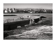 Rompeolas (Jaime Martin Fotografia) Tags: sea bw blancoynegro asturias xixon rompeolas