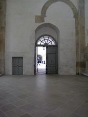 Porte ouverte (Thierry Poupon) Tags: door porte cluny eaubnite artsmtiers