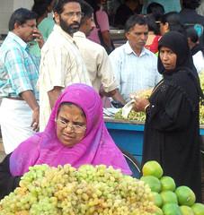 Calicut market (bokage) Tags: india men fruit women market muslim hijab kerala grapes calicut kozhikode bokage