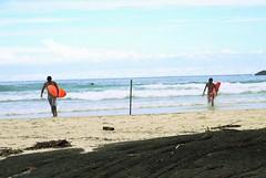 Not a good day for waves... (NatiLady) Tags: blue red sea brazil sky praia beach rock azul riodejaneiro clouds island mar sand nikon surf waves areia surfer céu vermelho surfboard nuvens ilhagrande surfistas atlanticocean ilha pedras ondas hiddenplace aventureiro surfe pranchas maraberto