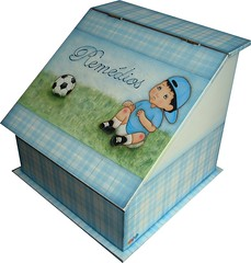 Farmacinha (Baracca's) Tags: azul bola menino futebol mdf xadrez pinturacountry dodi farmacinha artinbox douradosp ericabaracca