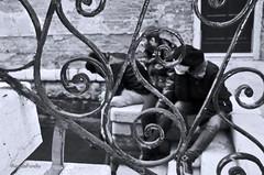 Bcari a Venezia (Angela Porello) Tags: bw nikon sole inverno venezia rialto biancoenero vino gennaio d90 bcari