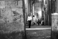 toscana.... (andrealinss) Tags: street italien blackandwhite bw italy italia availablelight streetphotography siena toscana schwarzweiss toskana streetfotografie andrealinss