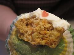 קפקייק גזר (Sharona R) Tags: cupcakes baking sweet chocolate cream cupcake workshop frosting topping עוגה מתוק סוכריות עוגות קרם טעים ציפוי אפיה קאפקייק