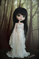 Forest elf   (_Lalaith_) Tags: wedding white black green forest doll dress foil barbie chips elf bosque wig lordoftherings pullip blanche limited edition renaissance galadriel elfa coolcat seordelosanillos lalaith genbu rewigged hisui rechipped