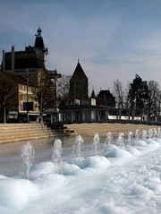 Htel du Lac (overthemoon) Tags: street winter white cold ice hotel schweiz switzerland frozen view suisse jets steps freezing lausanne utata icy svizzera chteau ouchy glace vaud romandie utata:project=tw303 utata:project=303