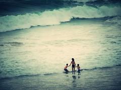 Moments.- Momentos. (Poldarkk) Tags: sea beach child mother irun poldarkk