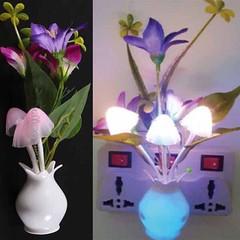 โคมไฟLEDรูปเห็ดดอกไม้มีเซ็นเซอร์เสียบปลั๊กแสงเปลี่ยนสีอัตโนมั-ติตกแต่งคอนโดห้องนอนนั่งเล่น พร้อมส่งLED5 ราคา350บาท โทรสั่งของกับ พี่โน๊ต/พี่เจี๊ยบ : 083-1797221 และ 086-3320788 LINE User ID : @lotusnoss และ lotusnoss.com  โคมไฟ LED รูปเห็ดดอกไม้ลิลลี่สีแด
