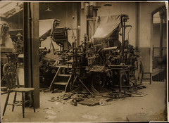 Stop the presses (National Library of Ireland on The Commons) Tags: 1920s ireland history war chairs destruction cork newspapers belts august printing rollers 1922 keyboards republican linotype monotype munster pressroom typesetting twenties academystreet nationallibraryofireland corkexaminer irishcivilwar wdhogan hoganwilsoncollection hogancollection