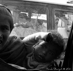 * (~Amygdala~) Tags: window car children traffic delhi capture signal reluctant tarak amygdala itajruhd dhurjati tarakdhurjati