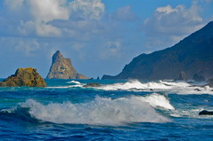 EL MAR BRAVO DE TAGANANA (marthinotf) Tags: ocean sea island islands nikon waves canarias tenerife canary geology tachero olétusfotos marrevuelto islascaanarias teganana losroquesdetaganana