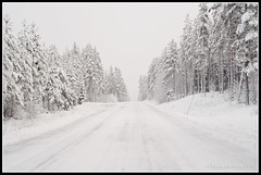 Winter Road in the Snow (mmoborg) Tags: winter snow vinter sweden sverige snö dalarna 2011 mmoborg mariamoborg