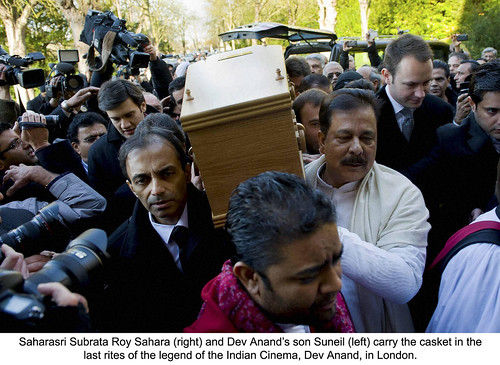 Subrata Roy Sahara carry the casket of Indian actor Dev Anand
