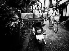 R0012445 (rico.i) Tags: bike bicycle japan digital tokyo blackwhite alley  explored grd3 ricohgrd3