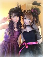 Sayumi Michishige (道重さゆみ) and Reina Tanaka (田中れいな)