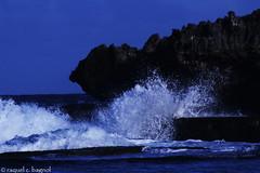 splash (ontheraks (attempting to be resurrected here...)) Tags: sea water sparkles rocks waves zoom ripple foam froth canoneosdigitalrebelxti canond400 smashingwaves angrywaves saltyspray