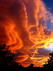 lenticular clouds at sunset (Marlis1) Tags: sunset evening abend spain sonnenuntergang catalunya tortosa marlies altocumuluslenticularis lenticularclouds weatherphotography marlis1 gettyimagesiberiaq3