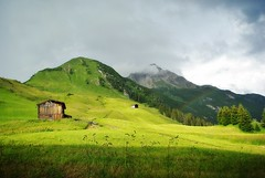 old barn with mountain tops (rafischatz) Tags: mountains alps green nature barn landscape austria rainbow pentax lechtal vorarlberg bregenzerwald geisskopf hundskopf k200d lechleiten