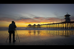 capturing the magic (Eric 5D Mark III) Tags: california sunset people usa color reflection beach landscape photography gold golden pier twilight photographer unitedstates sony wideangle orangecounty huntingtonbeach tone ericlo sel16f28 nex7