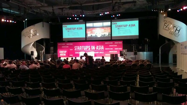 Yea.. the 1st day of Startups in Asia. Its quite big event na. More than 2-300 people will join this event from all over asia #PomSing