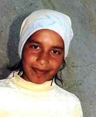 (i_sonni_sou) Tags: girl turkey children headscarf trkiye grace kinder trkei innocence mdchen cappadocia kopftuch anmut unschuld kappadokien