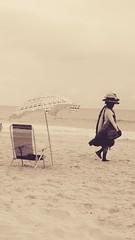 um mar de vendas (luyunes) Tags: praia comercio ambulante vendedorambulante vendedoresderua comercioambulante motomaxx luciayunes