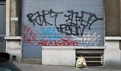 (pod) Tags: brussels streetart graffiti idiot belgium belgique tag bart belgi bruxelles brussel crons