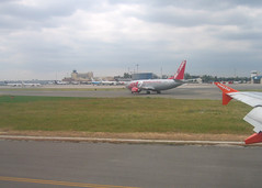 Madrid-Barajas Airport (WlNGS) Tags: madrid airport spain aeroporto terminal flughafen flugzeug aeropuerto avion jet2 madridbarajasairport aeropuertointernacionaldemadridbarajas bieing737