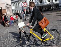Copenhagen Bikehaven by Mellbin - Bike Cycle Bicycle - 2011 - 1095 (Franz-Michael S. Mellbin) Tags: street people fashion bike bicycle copenhagen bag denmark cycling cyclist bicicleta cycle biking bici bags 自行车 velo fahrrad bicicletas vélo sykkel fiets rower cykel 自転車 accessorize copenhague サイクリング デンマーク サイクル мода велосипед 哥本哈根 コペンハーゲン 脚踏车 biciclettes 丹麦 cyclechic cycleculture الدراجة дания копенгаген copenhagencyclechic hccity 骑自行车 copenhagenize bikehaven copenhagenbikehaven velofashion copenhagencycleculture 的自行车