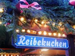クリスマスマーケットにて ー デュッセルドルフ by Ik T