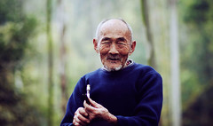 People in China (smithmakaay) Tags: china portrait forest canon dof bokeh chinese strangers 85mm elder chengdu 18  moutain makaay  ef85mmf18