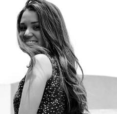 Mary (Jess ..) Tags: portrait girl smile branco hair heart retrato pb preto garota sorriso pretoebranco cabelos sonyhx1
