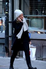 Walkie talkie (josephzohn   flickr) Tags: girls people shopping mobil walkietalkie cellphones mössa tjejer halsduk människor skyltfönster