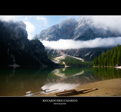 Riflessi di relax _ 2010 (Riccardo Brig Casarico) Tags: italy lake mountains reflection tree verde green nature water colors alberi wow landscape lago photography photo europa europe italia colours foto estate fotografia alto colori riflessi viaggi montagna atmosfera paesaggio trentino brig altoadige adige giorno riki camminare boschi atmosphre brigrc