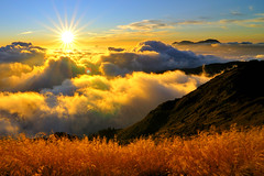 Sunset in Mt. Hehuan (Vincent_Ting) Tags: sunset sky mountain night clouds star glow taiwan trails flare formosa   crepuscularrays startrails                 seaofclous