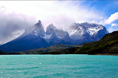 Montaas (miguelyn...) Tags: chile patagonia lake mountains torresdelpaine lakepehoe painetowers platinumheartaward miguelyn saariysqualitypictures bestcapturesaoi magicunicornverybest magicunicornmasterpiece cachitosdelpaine elitegalleryaoi eltringexcellence