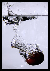 First Text -  Splash (Denilton Santos) Tags: red water glass gua canon cherry splash cereja