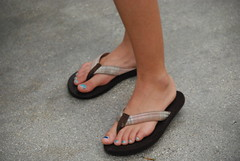 (Tellerite) Tags: feet toes sandals flipflops barefeet beautifulfeet prettytoes sexytoes toenailpolish sweetfeet prettyfeet sexyfeet girlsfeet femalefeet teenfeet femaletoes candidfeet beautifultoes polishedtoenails younggirlsfeet youngfeet baretoes girlstoes bluetoenailpolish girlsbarefeet teentoes teenagefeet teenagetoes teengirlsfeet girlsbarefoot youngfemalefeet candidtoes youngfemaletoes