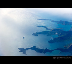 Waitui Bay, South Island, NZ (josefrancisco.salgado) Tags: blue newzealand azul airplane bay mar nikon nz southisland nikkor tasmansea airborne avin baha islasur d3s 2470mmf28g marlboroughregion tewakaoaoraki waituibay
