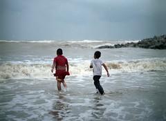Escape (Alengineering) Tags: 120 mamiya film beach kids analog mediumformat kodak c malaysia pro mf f28 pantai kelantan 160 110mm ektacolor mamiyasekor sabak m645 aleng halimshukri alenginering