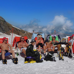 Skiing and sunbathing at the Kitzsteinhorn (Bn) Tags: sunbathing skiing kitzsteinhorn ski skin ice snow icebar icelounge arena plateau geotagged geo:lon=12682981 geo:lat=47190259 austria glacier mountains alps alpine kaprun salzburg 3203 meter summer hoiday vacation austrian flag hohen tauern highest sports peaks landscape slopes high viewpoint climb hiking tours valley impressive everlasting rocks pistes endless incredible 365 days adventure salomon blizzard zell am see resort freedom relax enjoy top snowbeach season snowboots
